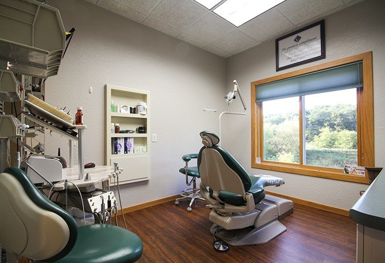 Comfortable and state-of-the-art dental exam room