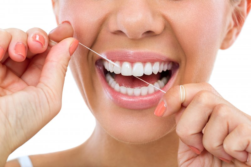 Are you really cleaning properly between your teeth? Here are 3 common mistakes that a lot of people make while flossing.